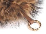 Kožušinový brmbolec na kabelku s karabínou z mývalovca