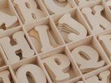 Samolepiace drevené písmená v krabici