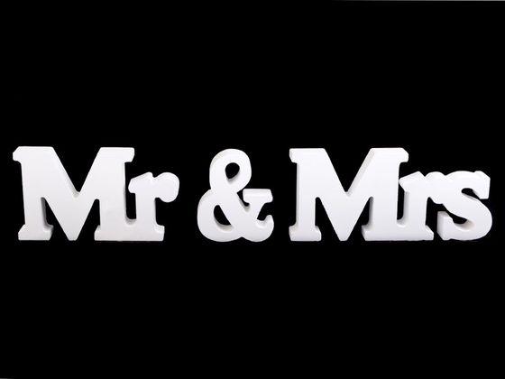 Drevená  dekorácia Mr a Mrs