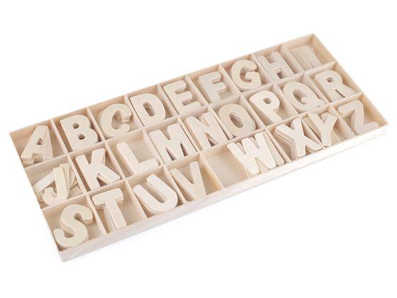 Drevené písmená v krabici