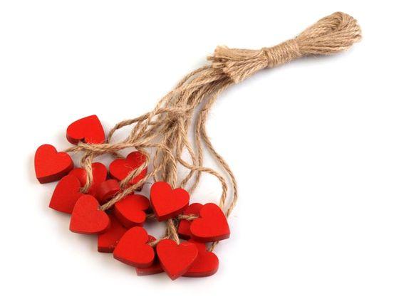 Drevené srdce s motúzikom